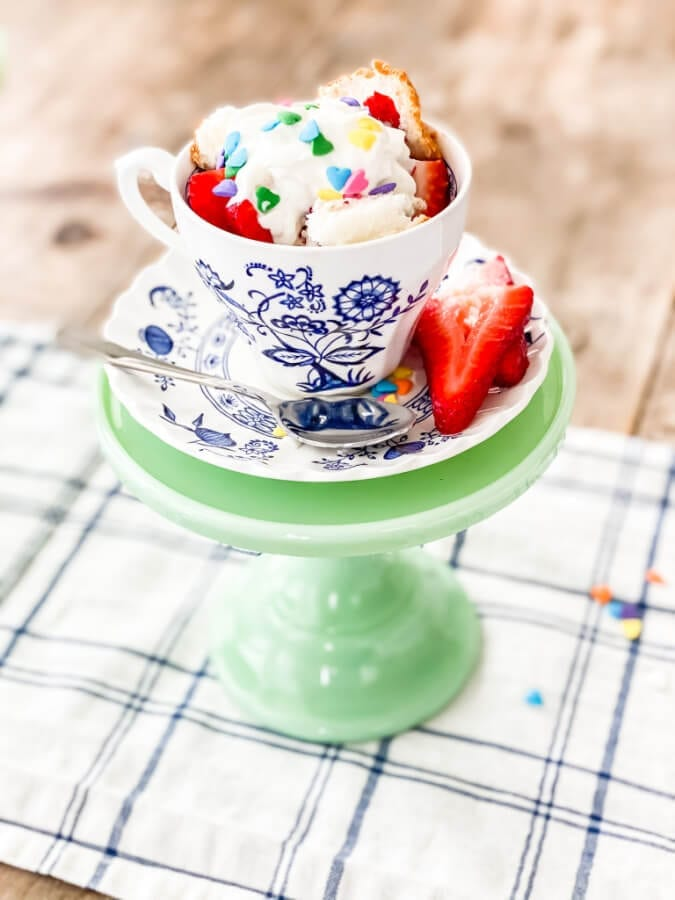 You will fall in love with this delicious 2 minute angel food cake in tea cups recipe...I promise!