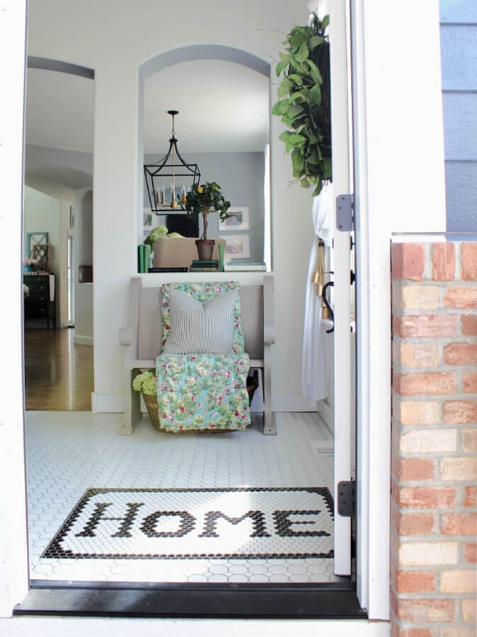 Come on in and see how I added touches of Spring to our entry!