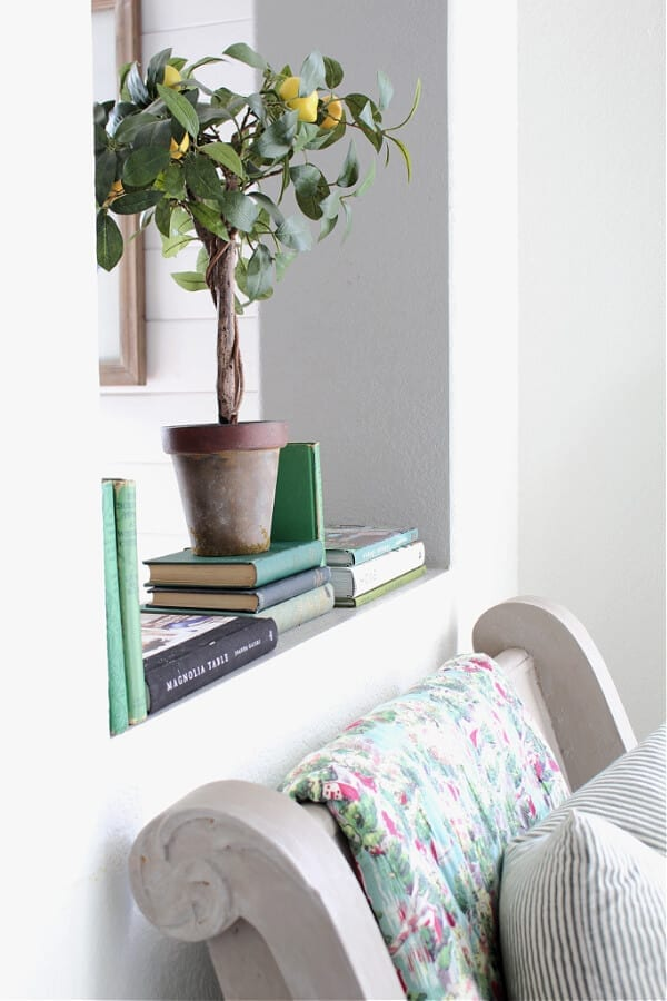 5 Simple Tips For Adding Spring Decor To Your Entry