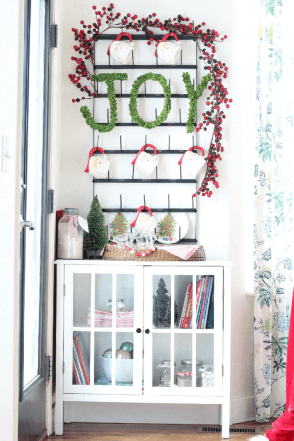 5 family friendly tips for creating a hot cocoa bar for the holidays!