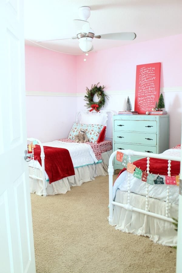 Come take a tour of my daughter's bedroom decorated for Christmas!