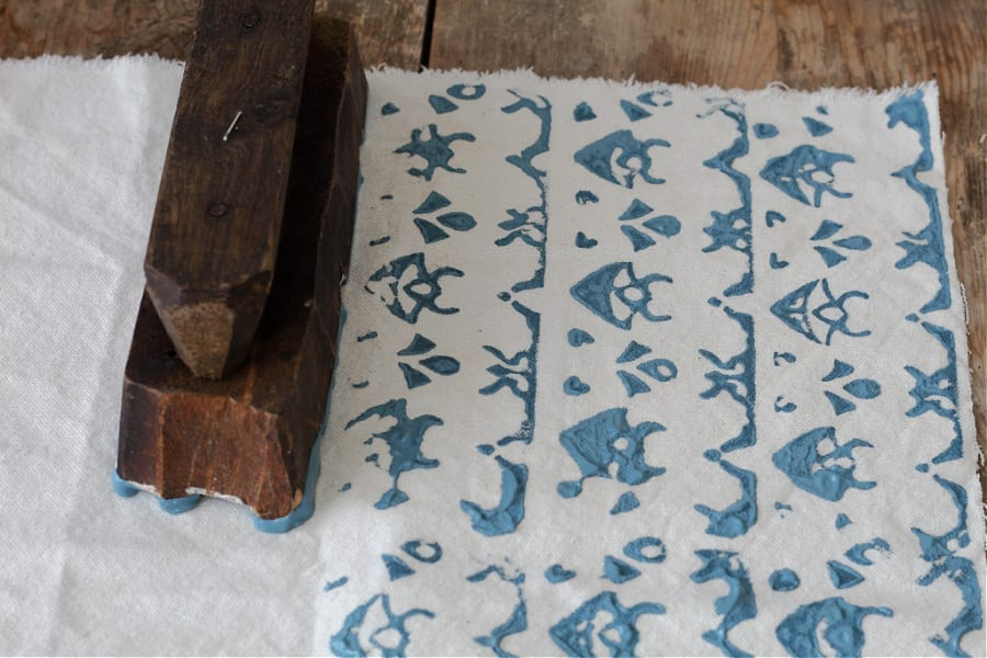 a gorgeous paint stamped block print pattern !