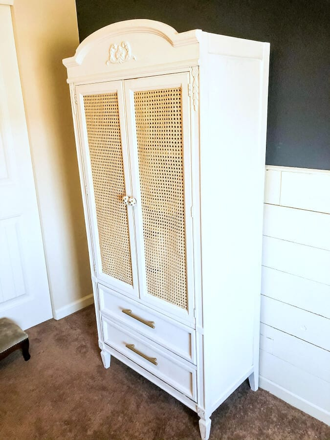This DIY cane armoire makeover is perfect for my niece's bedroom!
