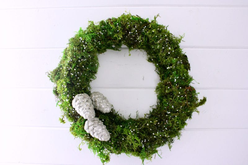 Moss and glitter wreath DIY