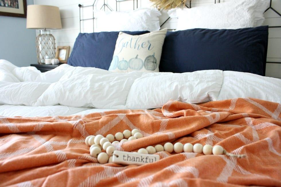 Cozy Fall bedroom decorating ideas.