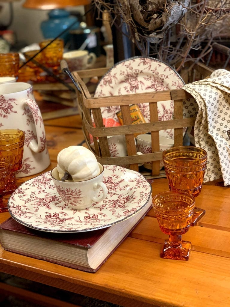 Welcome Home Sunday: A Collected Fall Tablescape
