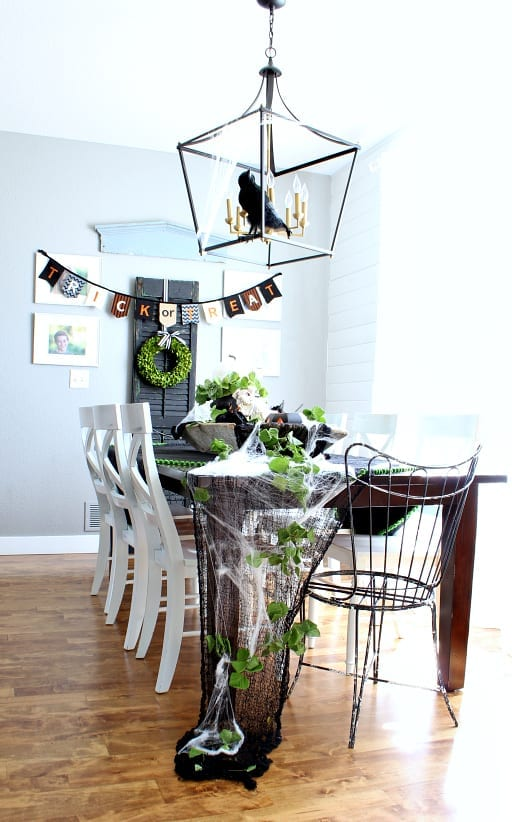 Halloween decor ideas for your dining room.