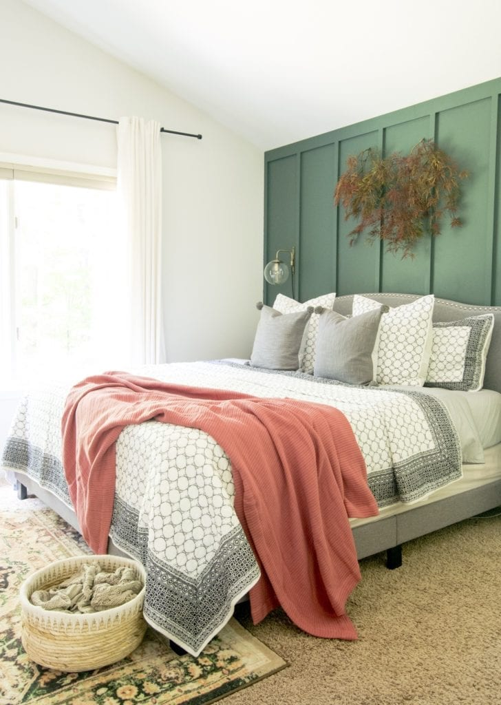 Welcome Home Sunday: Fall bedding in a neutral bedroom.