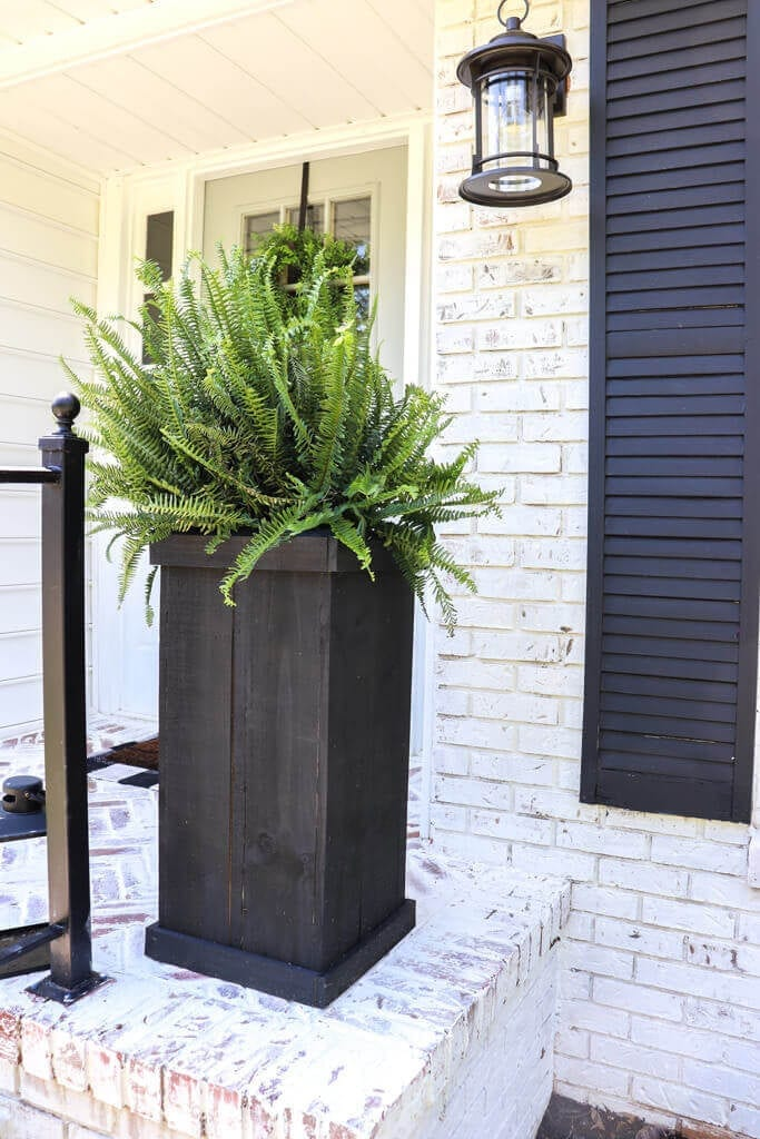 Welcome Home Sunday: DIY farmhouse wood planter boxes