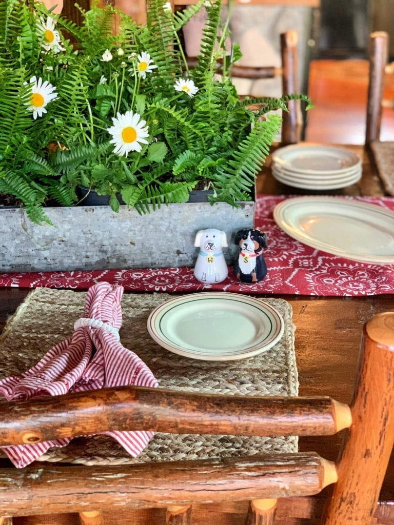 Welcome Home Sunday: Summer cottage tablescape