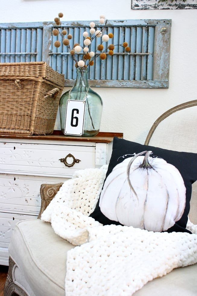 This pumpkin pillow is a great way to easily decorate for Fall.