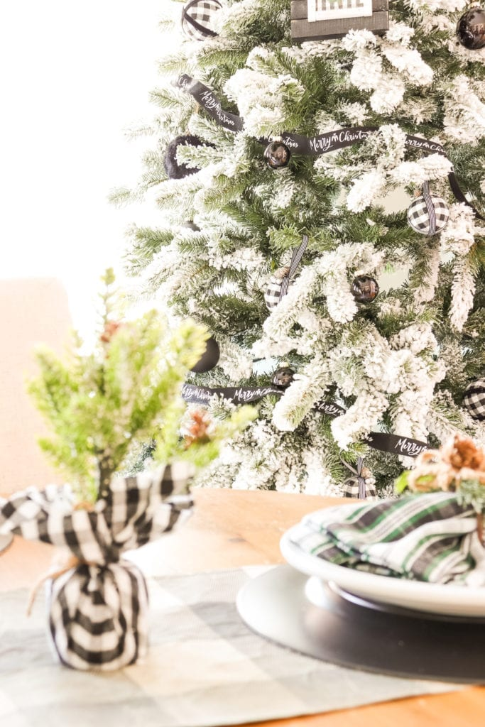 Welcome Home Sunday: Black White Green tablescape