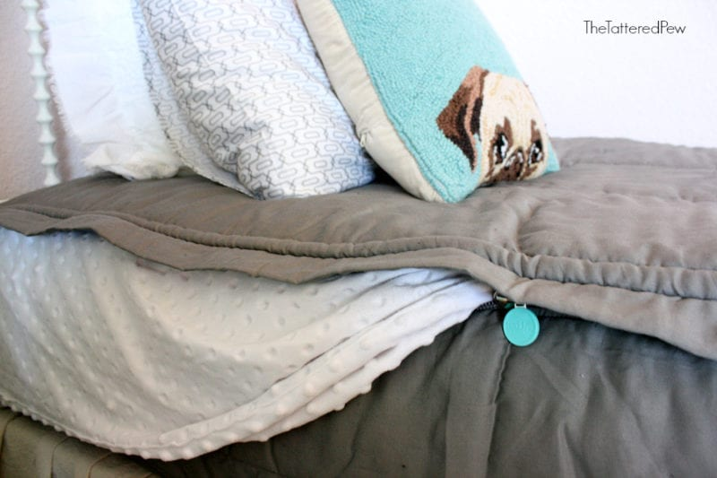 Beddy's bedding zips up and your bed is made! #kidsbedding