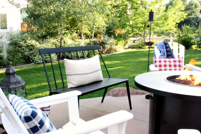 Coastal cottage farmhouse style for your patio and backyard space.