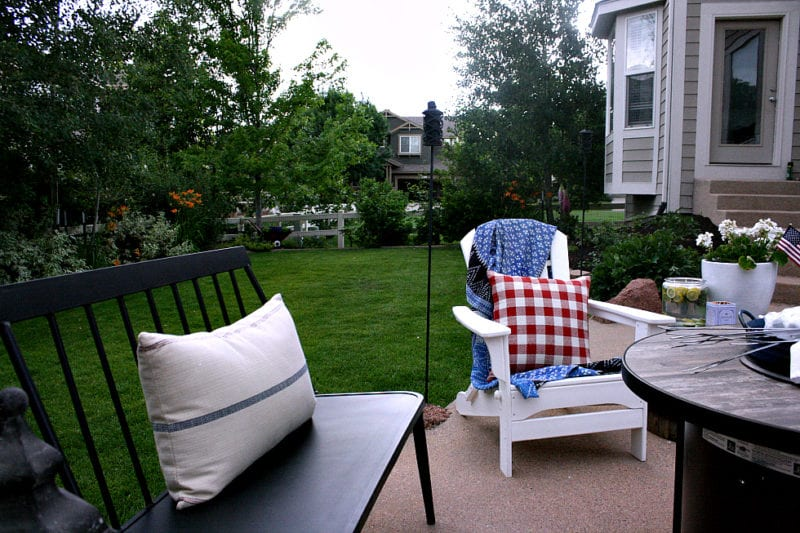 Outdoor patio seating for the whole family!