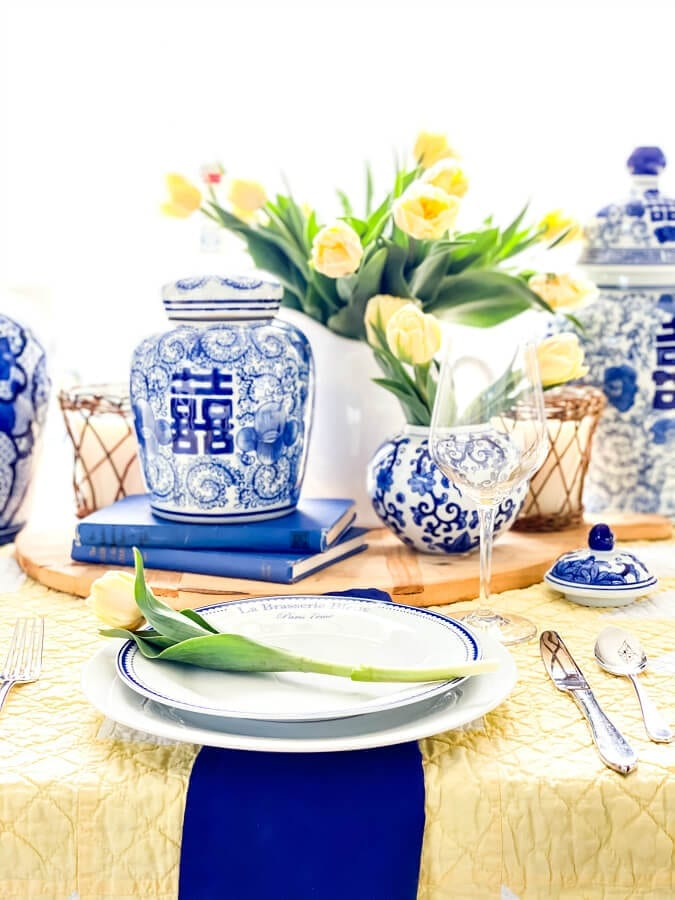Some beautiful blue and yellow decor for the perfect Mother's Day brunch!