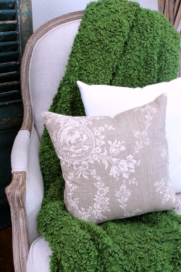 I love the fall feel of these french country toile pillows from Linen and Oak!