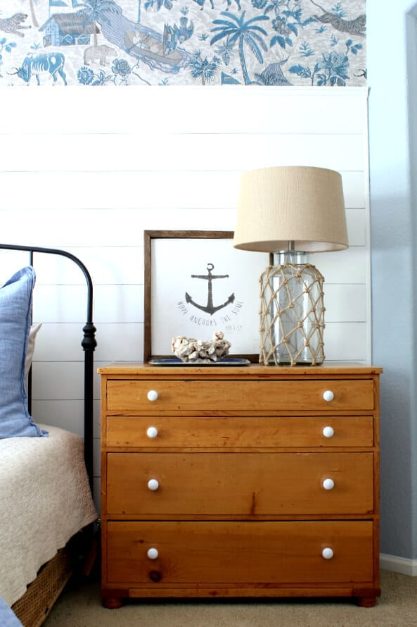 Mixing blues, vintage pieces and coastal accents is a fun way to bring in a coastal cottage feel to your bedroom!