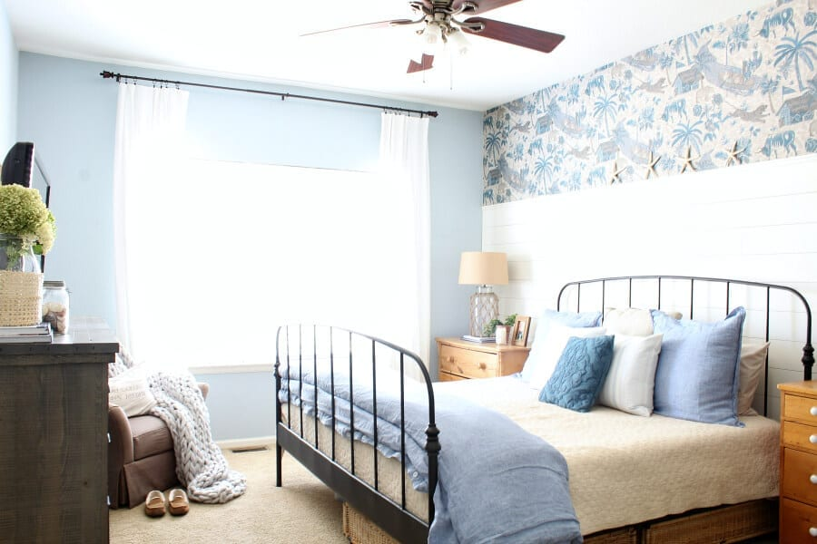 Tips on how to add coastal cottage style to your bedroom! Learn how to stay on budget while mixing vintage, thrifted and new decor!