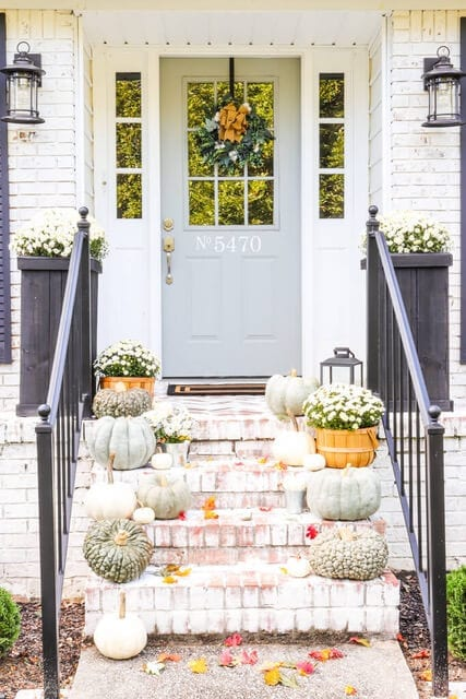 Welcome Home Sunday: Decorating your porch with heirloom pumpkins and mums - Autumn Inspired Decor Ideas