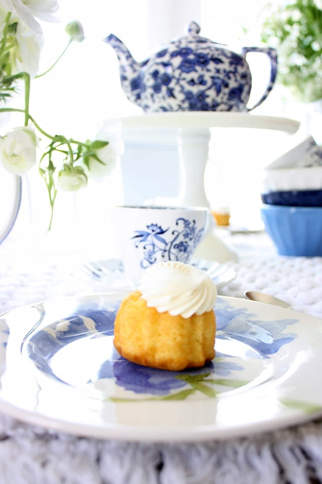 Bundt cakes and tea pots...two of my favorites!