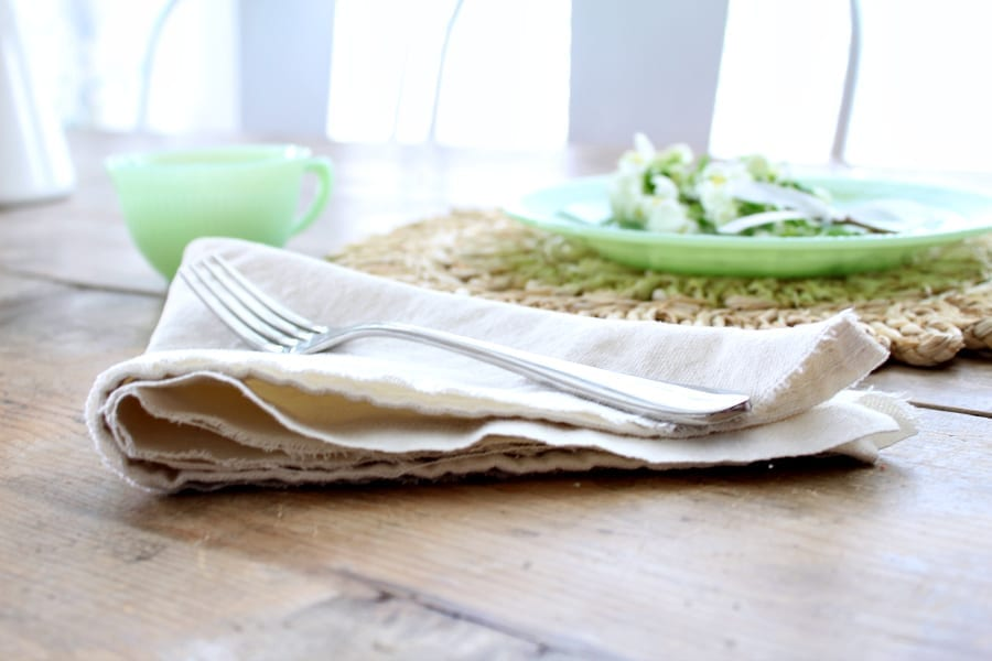 Make these gorgous and affodable no sew drop cloth napkins in 10 minutes or less!