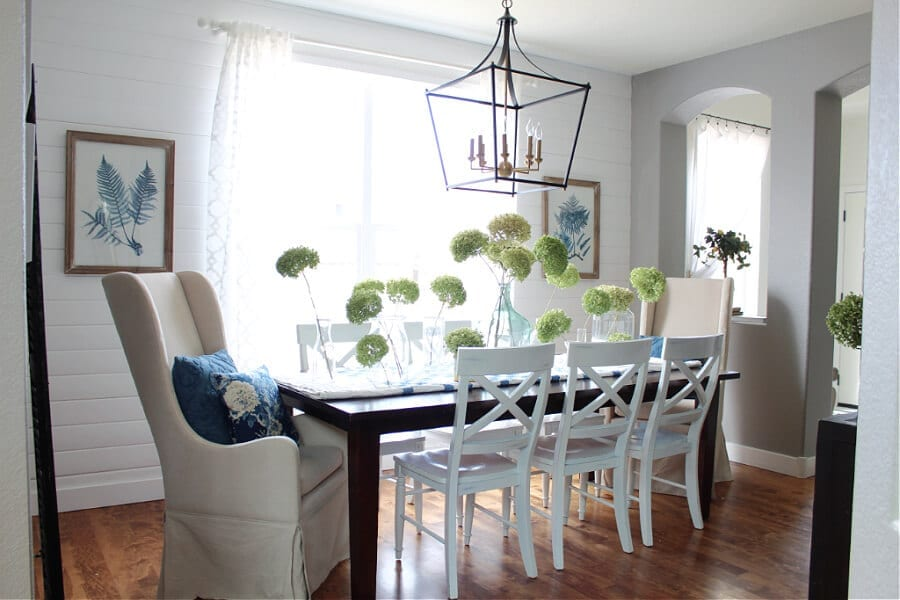Spring in the dining room...come take our pretty Spring home tour!