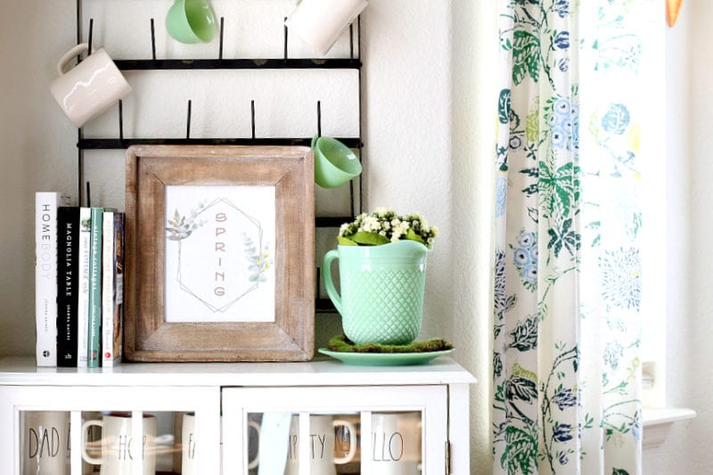 This Spring printable is free and perfect for the modern farmhouse.