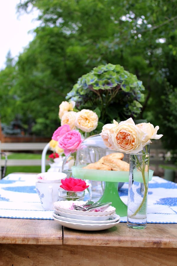 Using cut flowers from your own garden is a great way to add a speacil touch to an outdoor tea party!