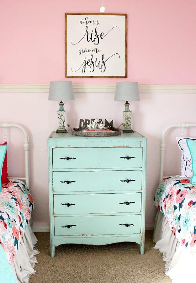 A shared girls bedroom makeover.