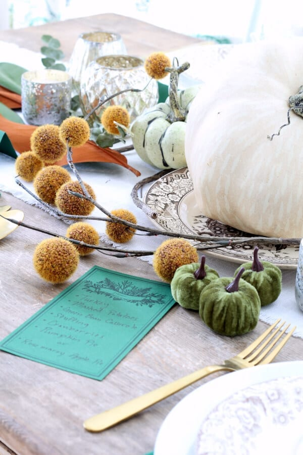 How to create a cozy and inviting Thanksgiving table!