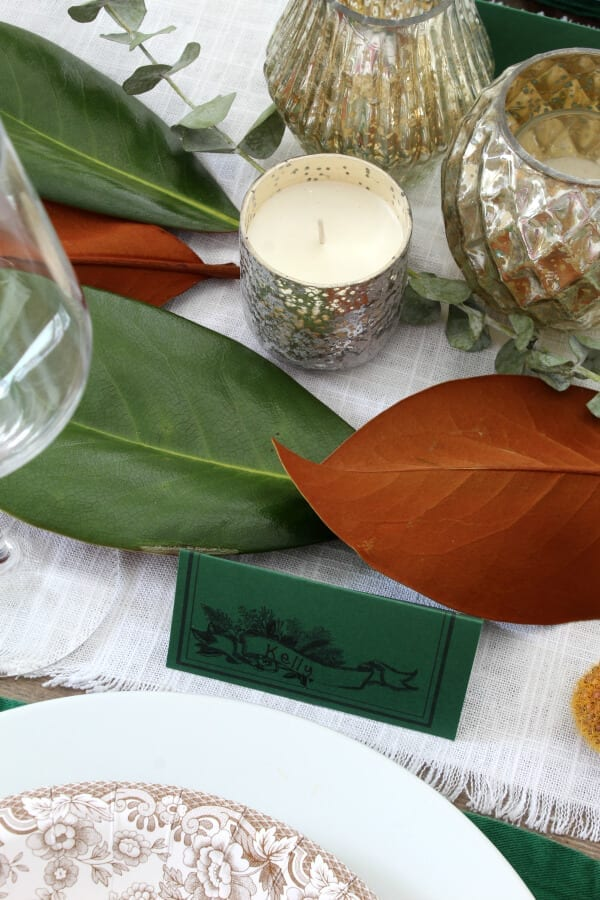 These free place cards add that personal touch to your holiday table that you have been looking for.