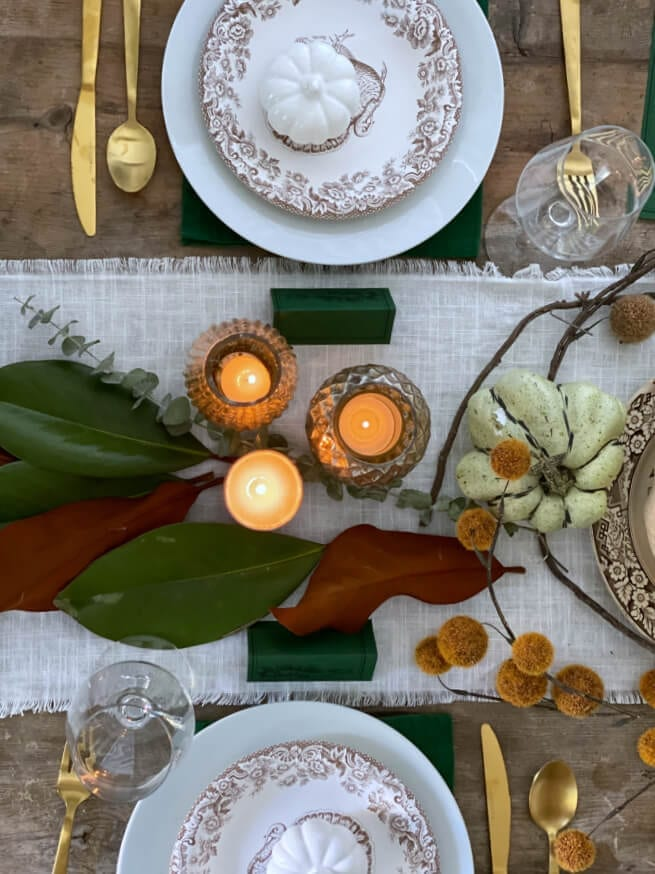 A gorgeous and cozy Thanksgiving table on a budget!