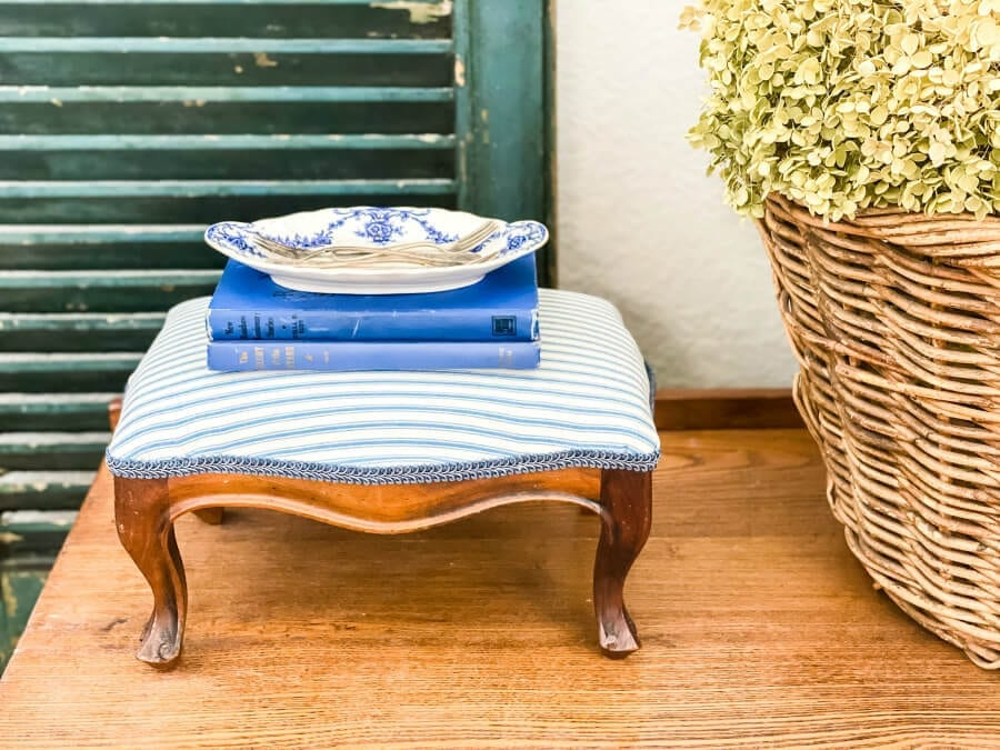 How to easily recover an ol old footstool with no sewing involved!