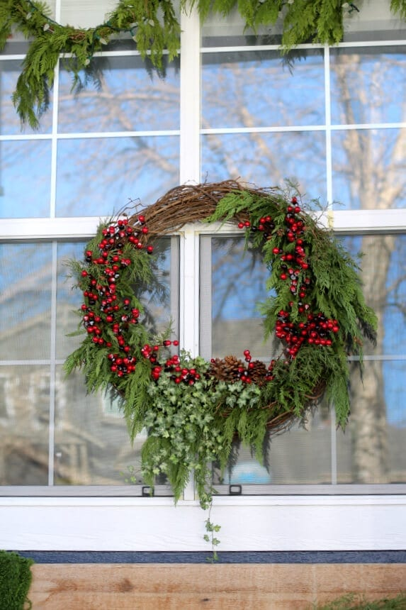 THis large outdoor wreath took under 30 minutes to make and was inexpensive too!