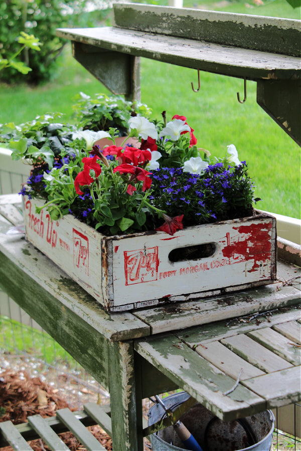 A gorgeous patriotic planter from an old soda crate.