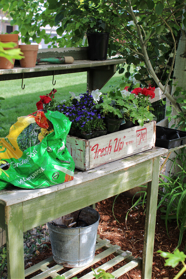 Our potting bench was so helpful for planting my summer flowers!