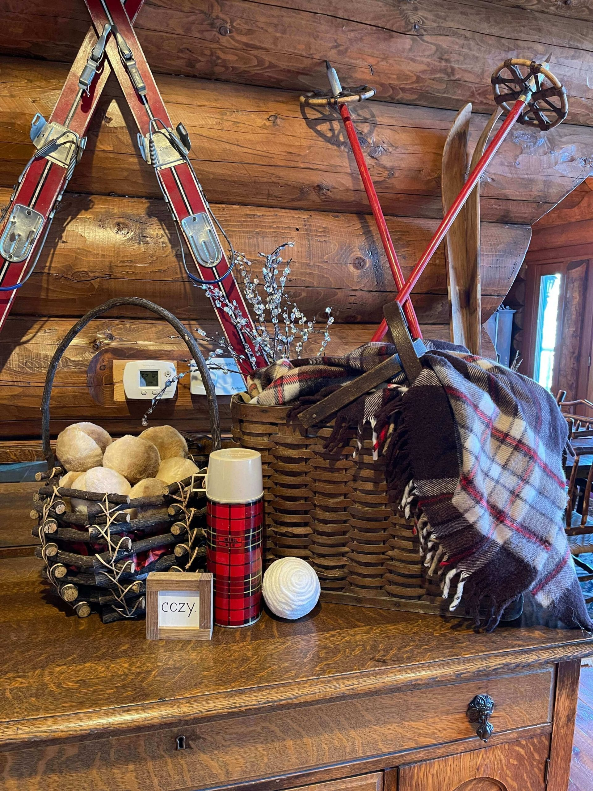 Welcome Home SUnday: Winter Decor in the Entry Way