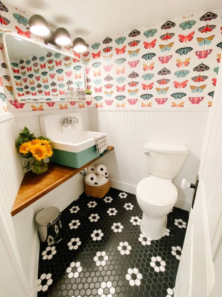 Welcome Home Saturday: 10 Way to Make a Tiny Half Bath Feel Bigger