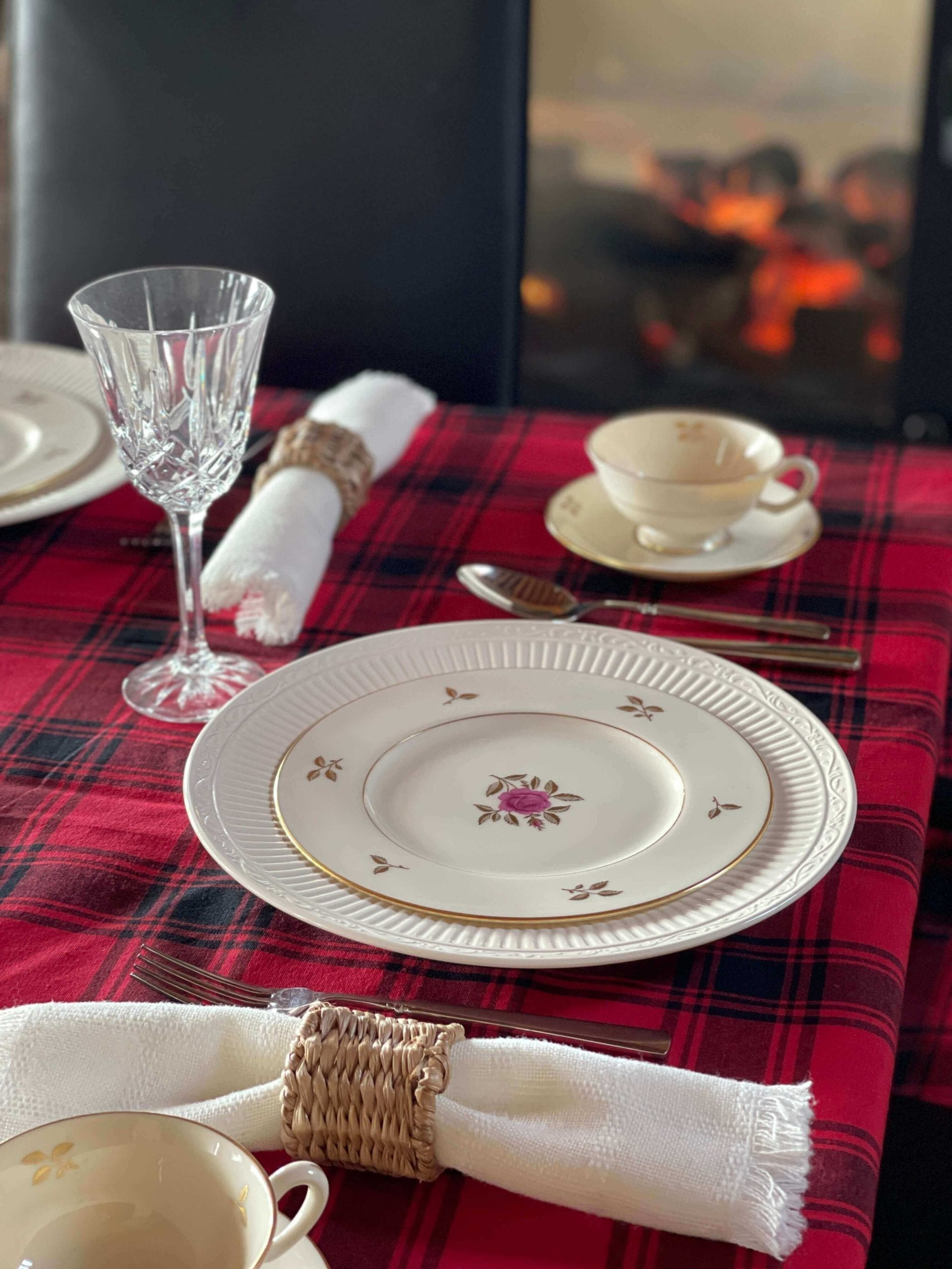 Welcome Home Sunday: Late Winter Tablescape
