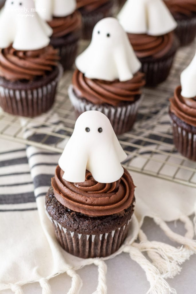 Welcome Home Sunday: Chocolate Cupcakes with Ghost Topper