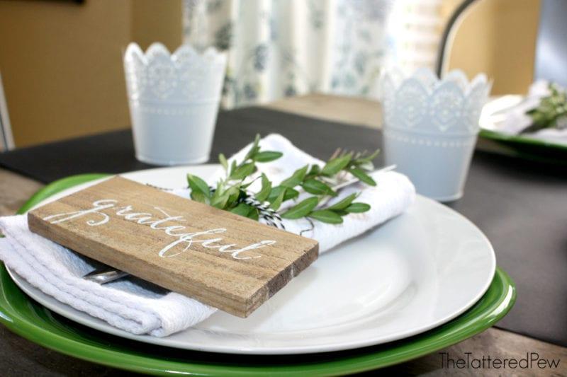plates-green-white