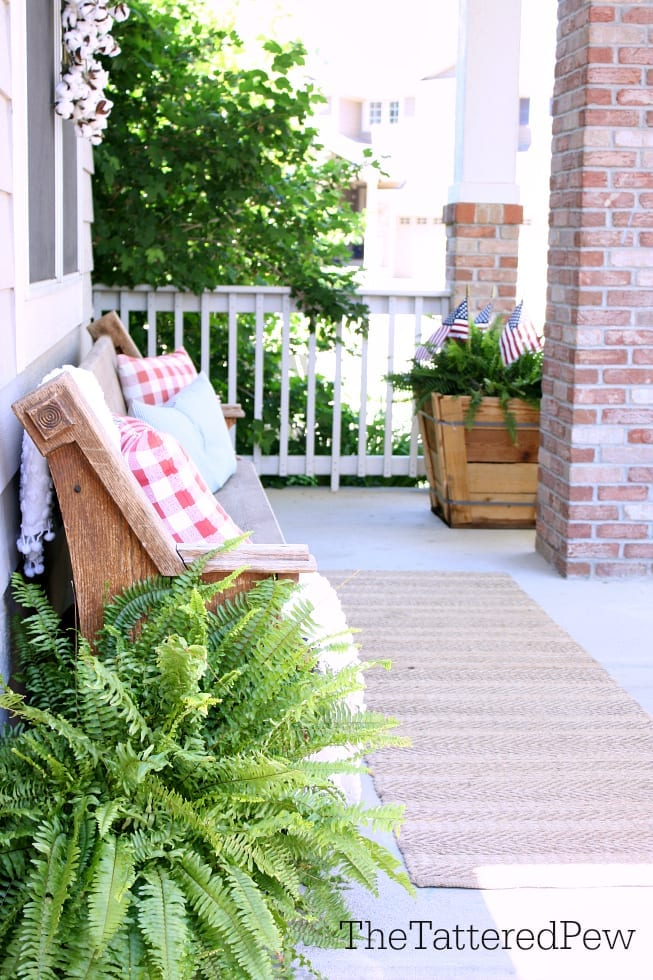 5 Simple Tips on how to add touches of summer to any porch.