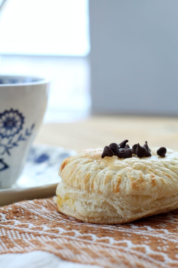 You have to try these mini pumpkin pie chocolate chip puff pastry pies!
