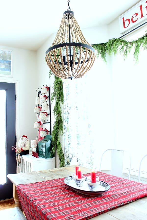 Christmas decor in the kitchen. A colorful Christmas table!
