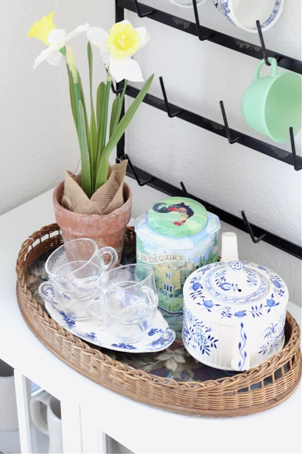 A simple spring vignette in the kitchen.
