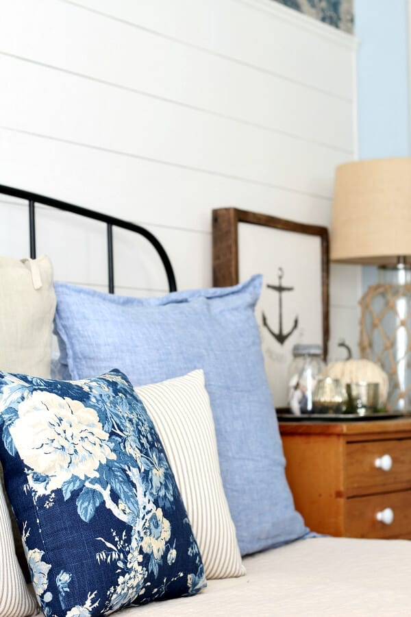 Fall looks in the bedroom start with the pillows!