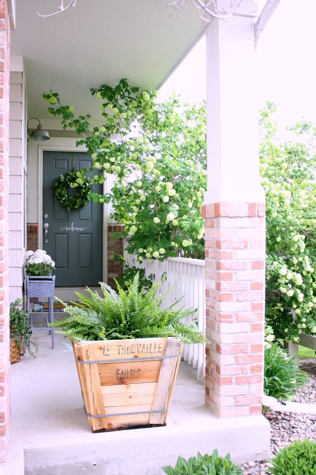 Some simple Spring porch refresh inspiration!